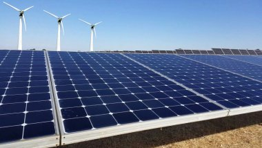 Photo Solar panels and wind generators: what is more efficient?